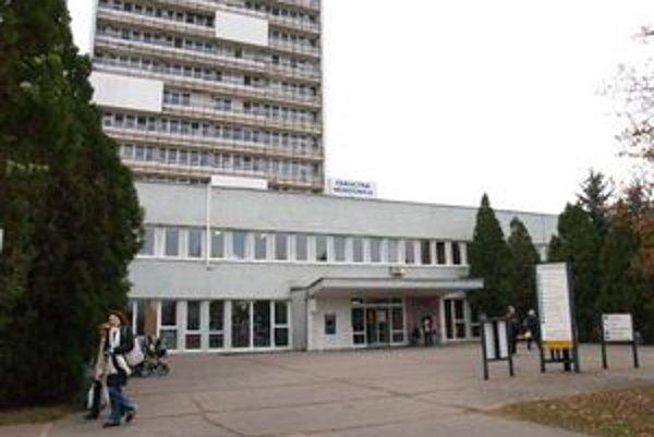Fakultná nemocnica s poliklinikou v Nových Zámkoch.