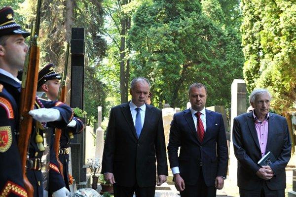 Prezident SR Andrej Kiska v spoločnosti primátora Martina Andreja Hrnčiara navštívili aj Národný cintorín.