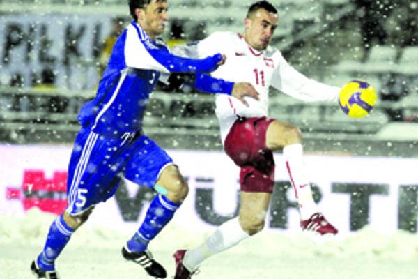 Odchovanec štúrovského futbalu Kornel Saláta (č. 5) si zastal miesto posledného po vykartovanom Škrtelovi na výbornú a v poľskej chumelici bol jedným zo strojcov posledného kroku Slovenska v ceste na svetový šampionát.