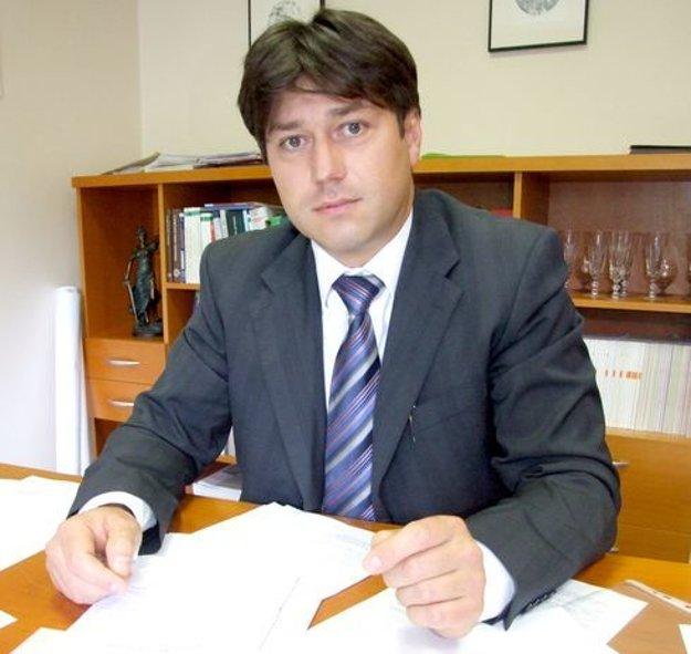 V spore poslanca zastupoval nitriansky právnik Marek Ďuran.