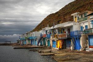 Európa pumpuje do Grécka milióny, ale ľudia sú stále chudobnejší