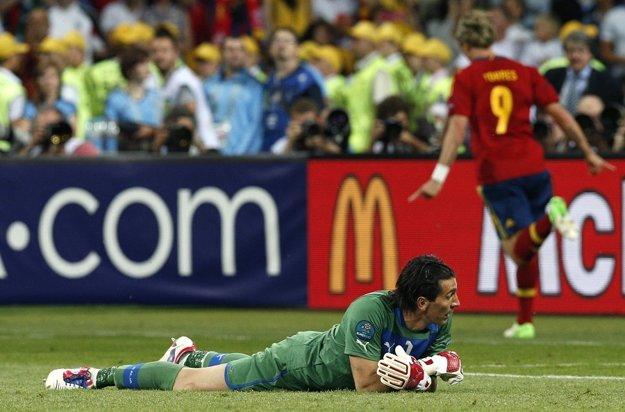 Taliansky brankár Gianluigi Buffon dostal pred štyrmi rokmi od Španielov štyri góly. Inkasuje aj dnes?