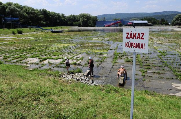 V prírodnom kúpalisku Delňa na okraji Prešova sa v minulých rokoch nedalo kúpať. Toto leto sa situácia zmenila.