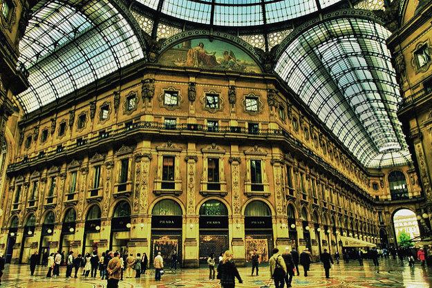 Nákupná pasáž Galleria Vittorio Emanuele v Miláne pochádza z 19. storočia.
