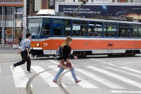 Ešte viac drobných budú potrebovať Bratislavčania, ktorí si budú kupovať cestovné lístky v automatoch.