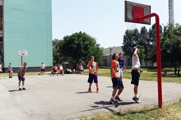 V Seredi bolo v sobotu v akcii 27 družstiev na tradičnom Jarmočnom streetballe.