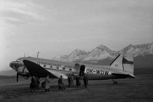 Na snímke lietadlo pripravené na štart na letisku vo Vysokých Tatrách.