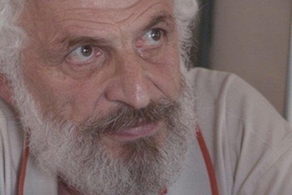 Narodil sa v roku 1945 v koncentračnom tábore Terezín. Absolvoval Chemicko-technologickú fakultu SVŠT. Pracoval vo viacerých chemických fabrikách, výskumných ústavoch, až sa v roku 1987 dostal na voľnú nohu vedeckého pracovníka. V roku 1990 založil Ústav