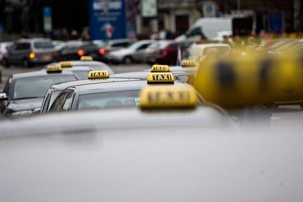 Protestná jazda taxikárov v roku 2013.