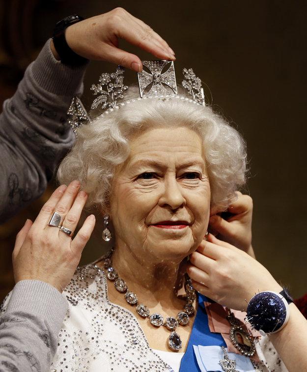 Kráľovná Alžbeta ako vosková figurína v Madame Tussauds
