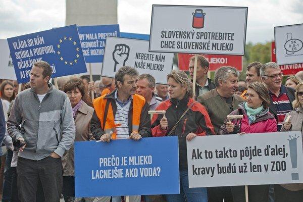 Zhromaždenie slovenských farmárov v Bratislave.