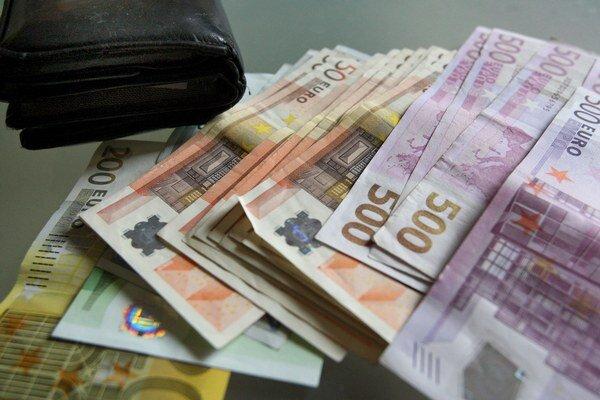 Peniaze by sa už nemali strácať vo vreckách podvodníkov.