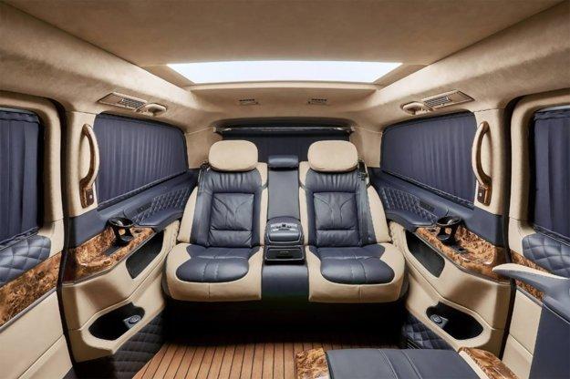 V Mercedese triedy V zostali po úpravách len dve sedadlá