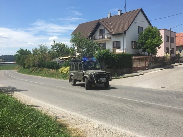 Dopravu riadi Vojenská polícia.