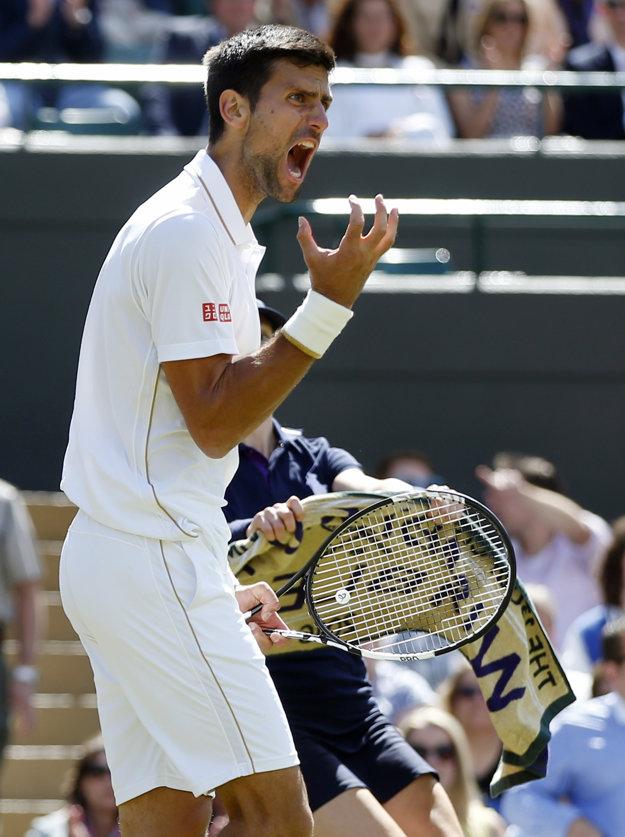 Novak Djokovič a jeho reakcia počas zápasu.