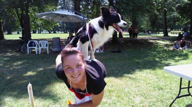 Nerozlučná dvojka, Mirka a jej talentovaný psík.