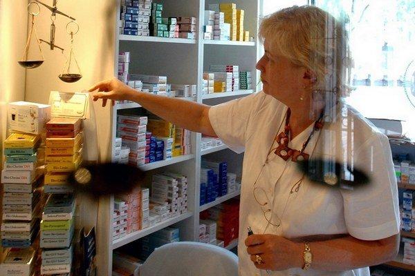 Aj farmaceuti sú lepšie platení mimo Bratislavy. Na strednom Slovensku zarobia o vyše 130 eur viac.