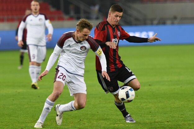 Róbert Jež (vpravo) si už futbal súťažne na najvyššej úrovni nezahrá.