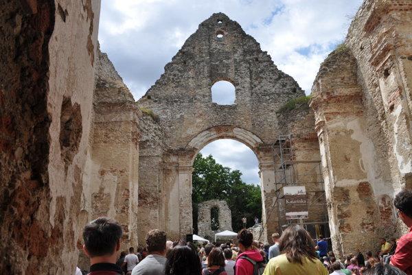 Na svätú omšu na sviatok sv. Cyrila a Metoda prišli na Katarínku stovky ľudí.