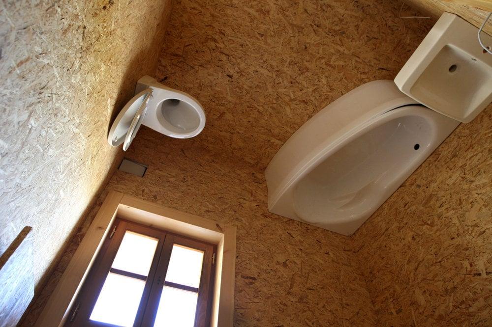 Kúpeľňa hore nohami sa nedá bežne používať.