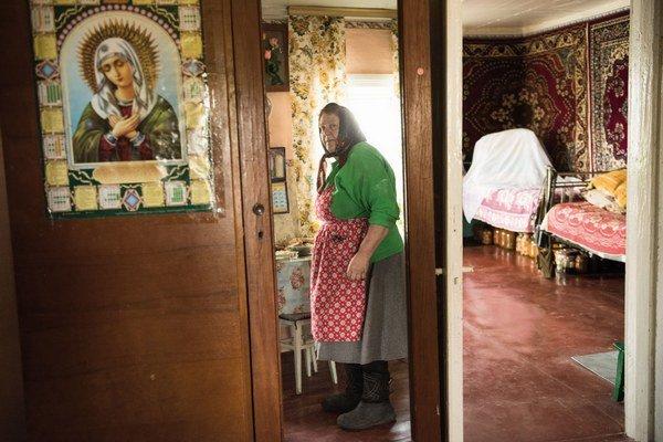 """V dedine ich zostalo len zopár. """"Milujeme svoju zem a náš dom, preto sme sa vrátili,"""" vysvetľuje Matriovna Lavrienková (63) z dedinky Teremcie."""
