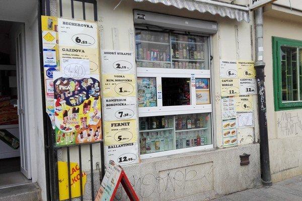 Na malom priestore sa nachádza hneď niekoľko podnikov.