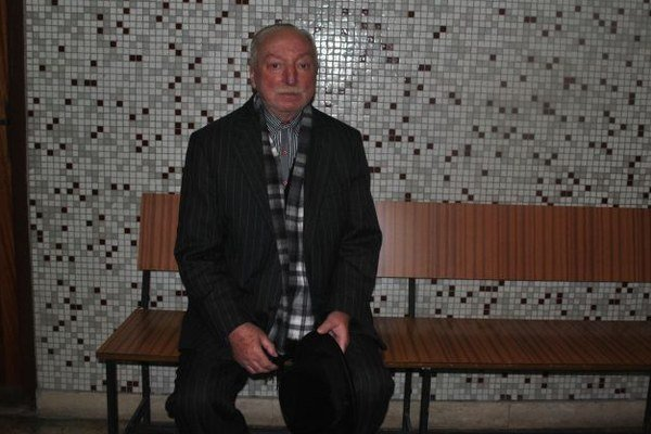 Józef S. na košickom súde. Od včera nocuje vo väznici.