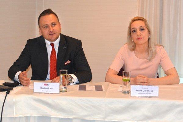 Mária Urbanová a Martin Gduľa. Odborníci na osobné financie zo spoločnosti Partners Group SK radia každému dodržiavať zásady správneho finančného hospodárenia.