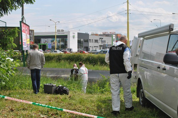 Vyšetrovanie. Polícii trvalo zaisťovanie stôp niekoľko hodín.