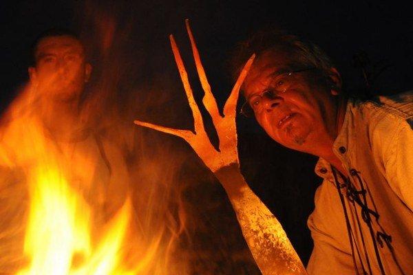 Na snímke Peter Trvalec st. z obce Vyšná Boca, okres Liptovský Mikuláš počas ukážka nočného kovanie.