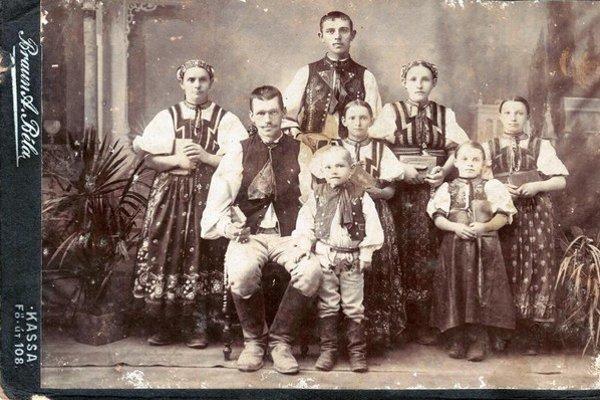 Z rodinného albumu. Aj takto dakedy žili Kavečanci.
