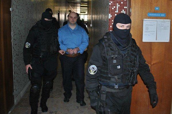 Branislav Adamčo už prísnejší trest ako doživotie, ktoré si odpykáva, dostať nemôže. Dnes sa však aspoň dozvie, či je vinný z ďalšej vraždy.