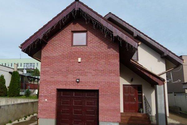 Nehnuteľnosť vMyšli. Otento dom na začiatku obce Nižná Myšľa sa súťaží.