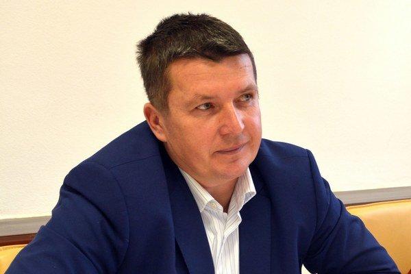 Starosta Marek Kažimír. Jeho kroky sú pod drobnohľadom poslancov.