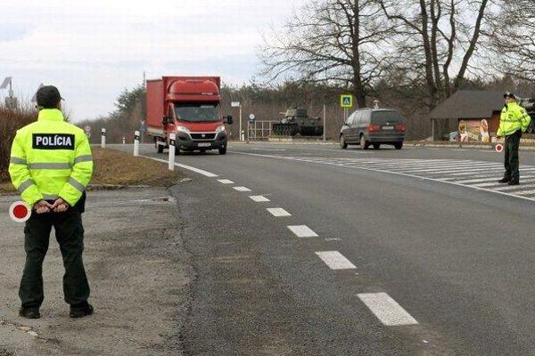 Na snímke zrekonštruovaná cesta medzinárodného významu I/50 na horskom priechode Dargov.