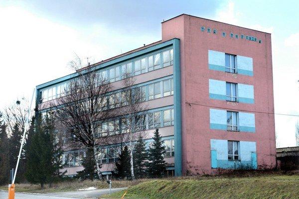 Budova na Ipeľskej. Smerujú do nej milióny na rekonštrukciu.