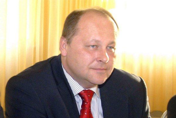 Elemér Jakab. Z možnej prítomnosti SNS vo vláde nie je on a vraj ani B. Bugár dvakrát nadšený, ale obetovali sa pre stabilnú vládu na Slovensku.