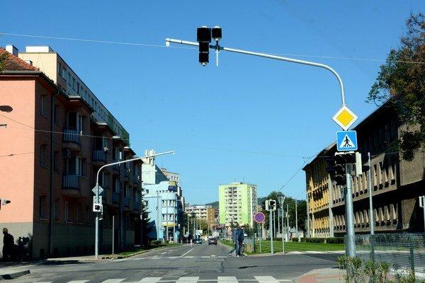 Vypnutý semafor. Tento je na Kuzmányho pri križovatke so Šrobárovou a Floriánskou.