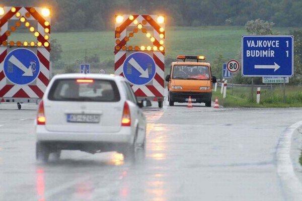 Obmedzenia na D1 skončili. Vodičov medzi Prešovom a Budimírom by už nemali miasť ani oranžové pruhy na diaľnici.