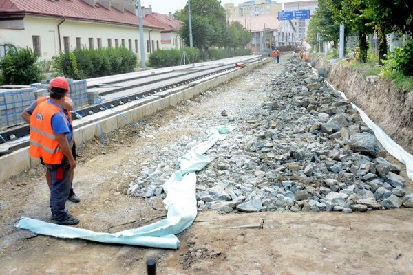 Finišuje sa aj na úseku časti Ulice Československej armády.