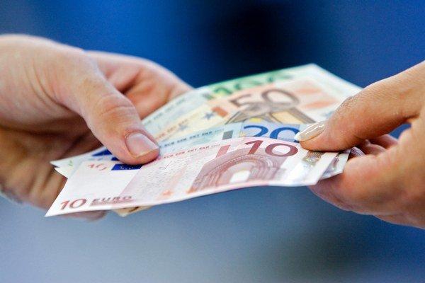 Finančná hotovosť. Podľa prieskumu ju dostávajú najmä ortopédi, chirurgovia a gynekológovia.