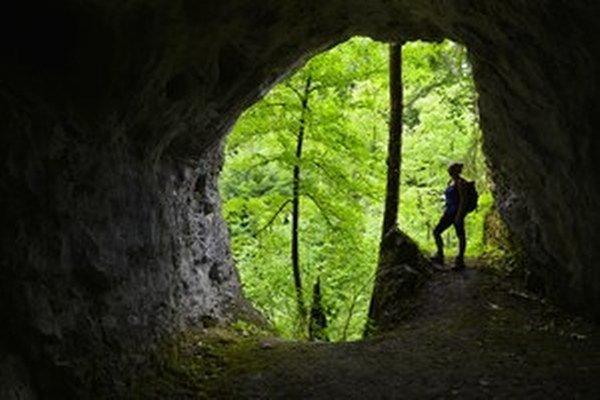 Typické pre Slovenský raj sú krasové fenomény, objavených je tu množstvo jaskýň. Na snímke Biela jaskyňa.