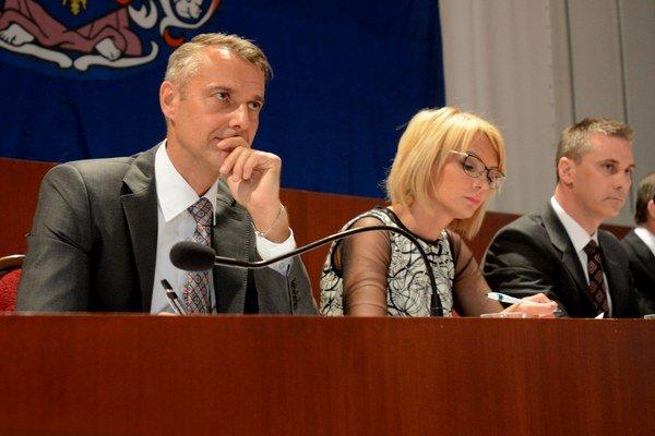 Skoro 8 hodín. Toľko čakali Košičania na správu svojho primátora. A potom zrazu bola v online prenose tma...