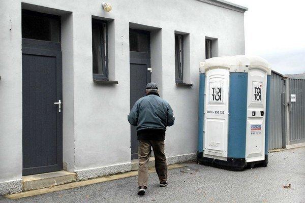 Toalety pre zamestnancov. Mimoriadne ich sprístupnili na sviatky aj verejnosti.