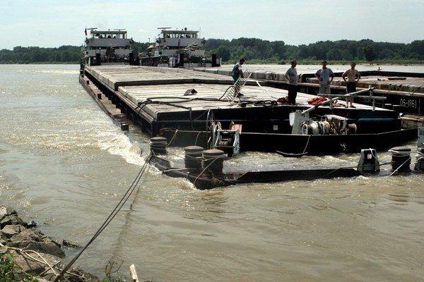 Spor o milióny sa vedie pre vyradenie firmy Port Service z privatizácie spoločnosti Slovenská plavba a prístavy.