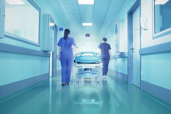 Nákupy v nemocniciach. Podľa analytikov býva 60 percent verejných obstarávaní bez reálnej súťaže.