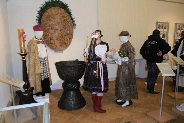 Ego te baptizo... Výstavu o krste a narodení ponúka Východoslovenské múzeum.