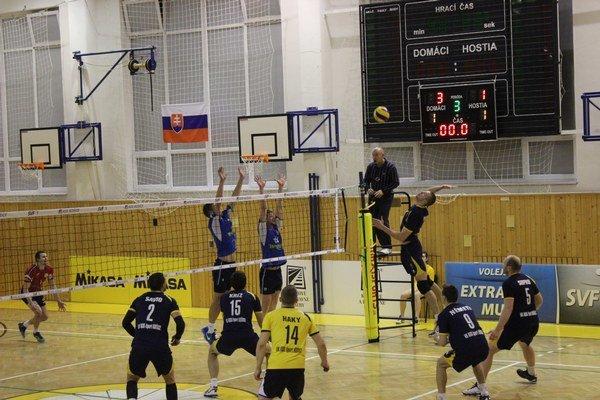 Ľubovnianske bloky. Hoci sa hráči VKM v Košiciach snažili, na viac ako zisk setu to nestačilo.