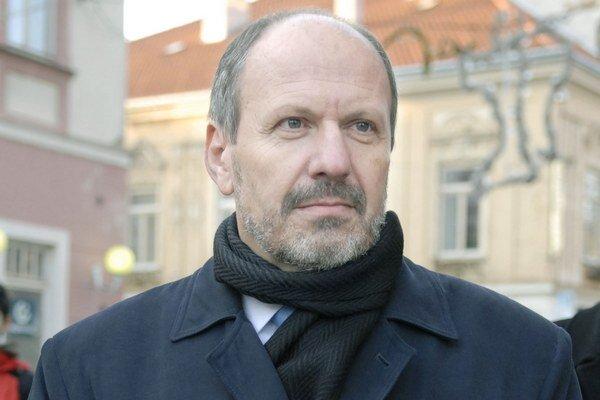 Bývalý prvý muž mesta. Vo voľbách v novembri 2010 prehral s Rašim. Zaňho potom prišlo aj trestné oznámenie.