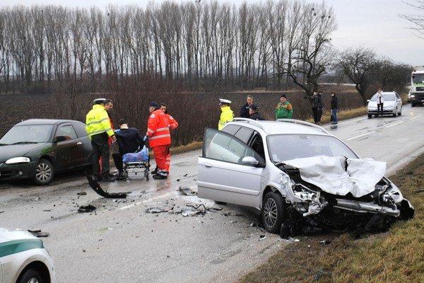 Hrozivo vyzerajúca. Vodiči utrpeli len ľahké zranenia.